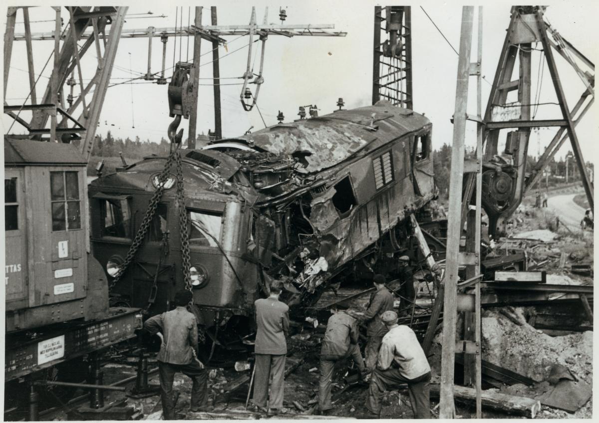 Statens Järnvägar, SJ D 539 lyfts efter olyckan i Pålsboda 1951.