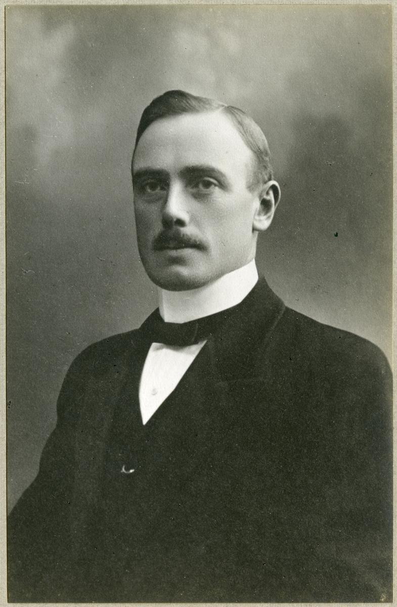 Hjalmar Carlsson. Schaktmästare, överbanmästare.