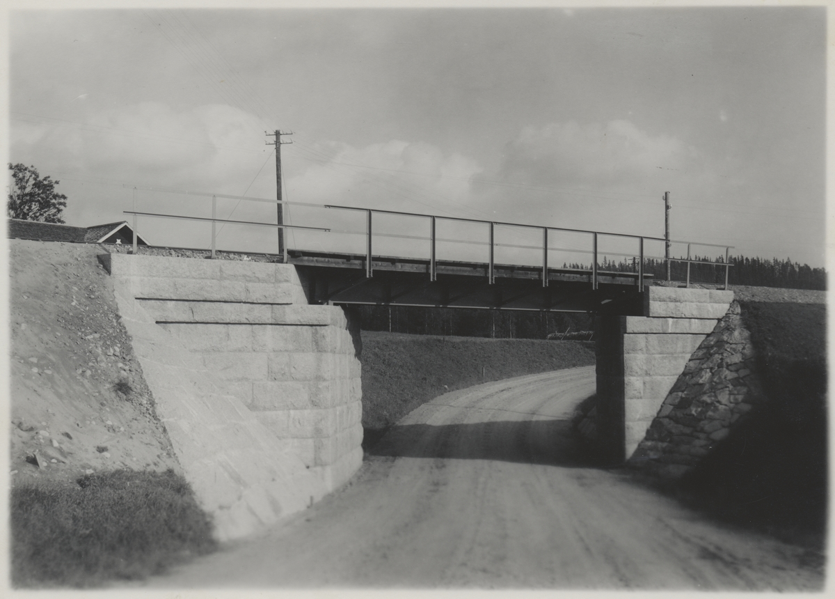 Järnvägsbro över landsvägen i Nordanåker strax norr om Yttermalung.