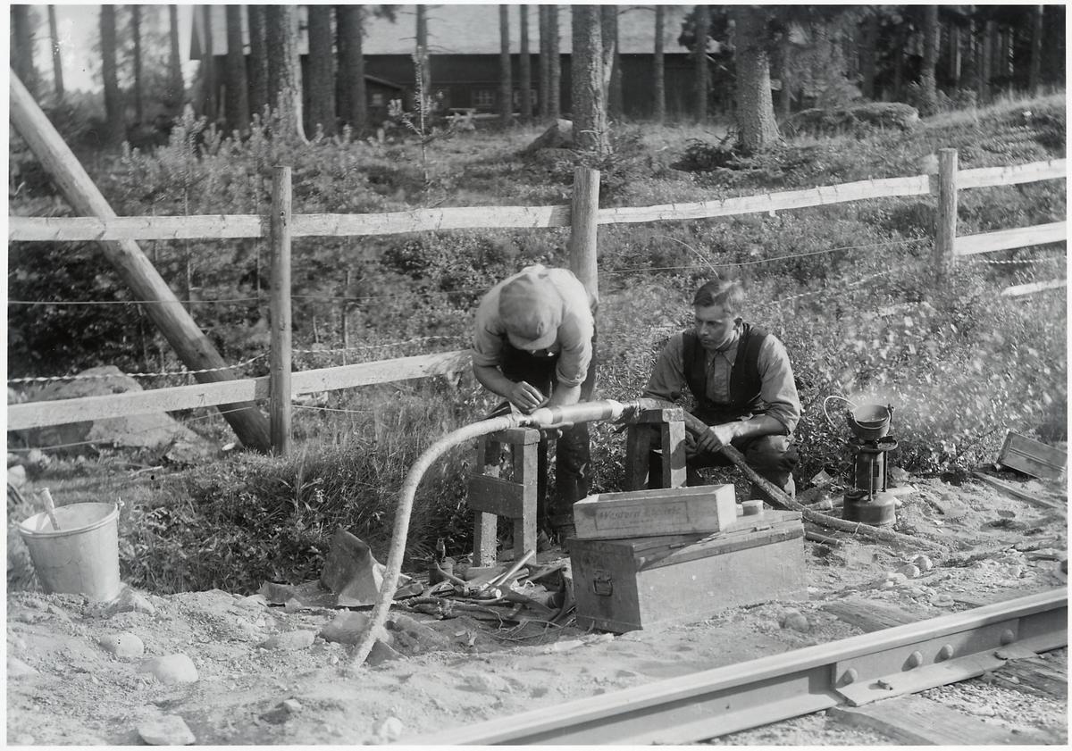 Kabelskarvning för telegraf och telefon på västra Stambanan.