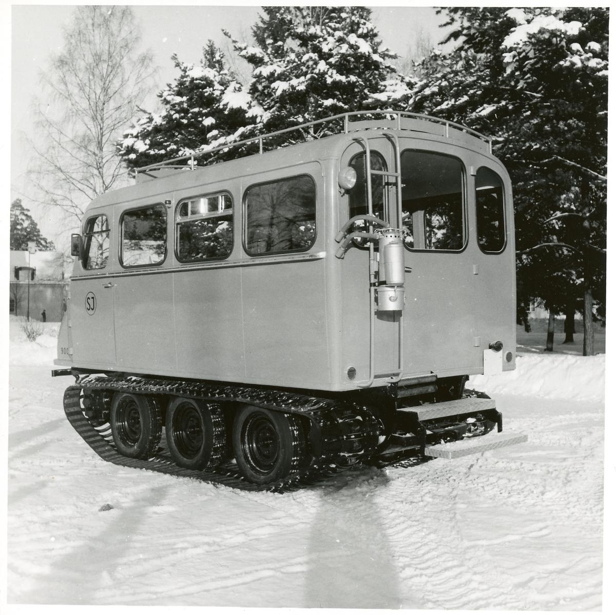 """Statens Järnvägar, SJ bandvagn 9007. Detta fordon kallades för """"snöbussen"""" och var avsett för skogs- och fjällområden."""