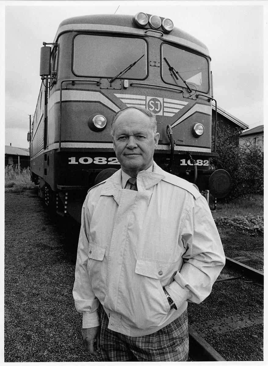 Affärsområdeschef Allan Palmqvist. Statens Järnvägar, SJ Trafikverkstadsområde Väst. SJ Rc2 1082.