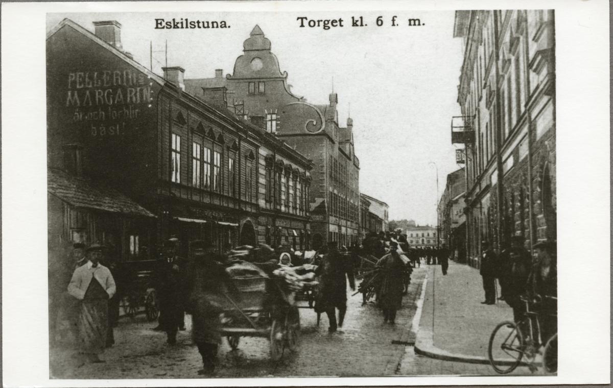 Torget i Eskilstuna en förmiddag klockan 6.