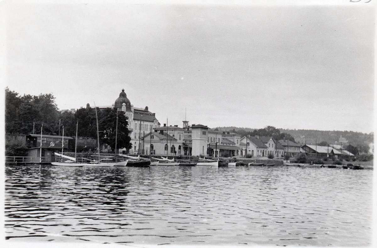 Jönköping station vid Vättern.