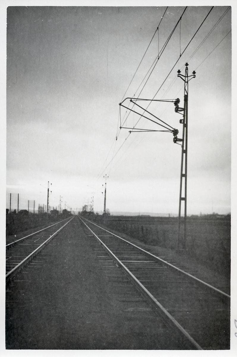 Elektrifierad järnväg på linjen mellan Hallsberg - Örebro.