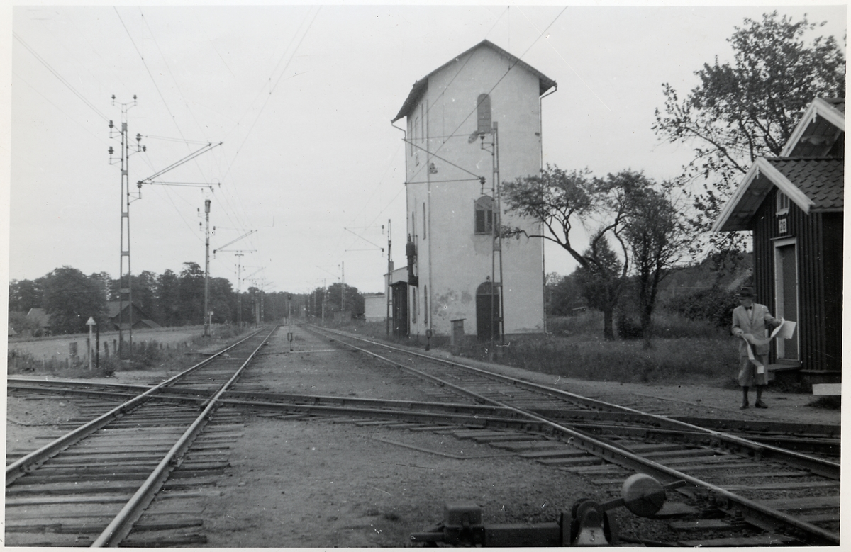 Korsningen mellan Älvsborgsbanan och Västra stambanan, vid Herrljunga station. Här på västra stambanan i riktning mot Falköping.
