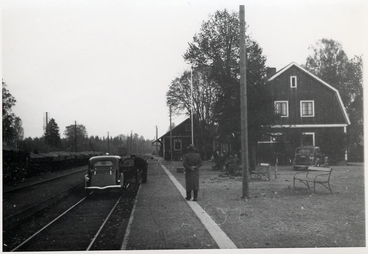 Skruv station.