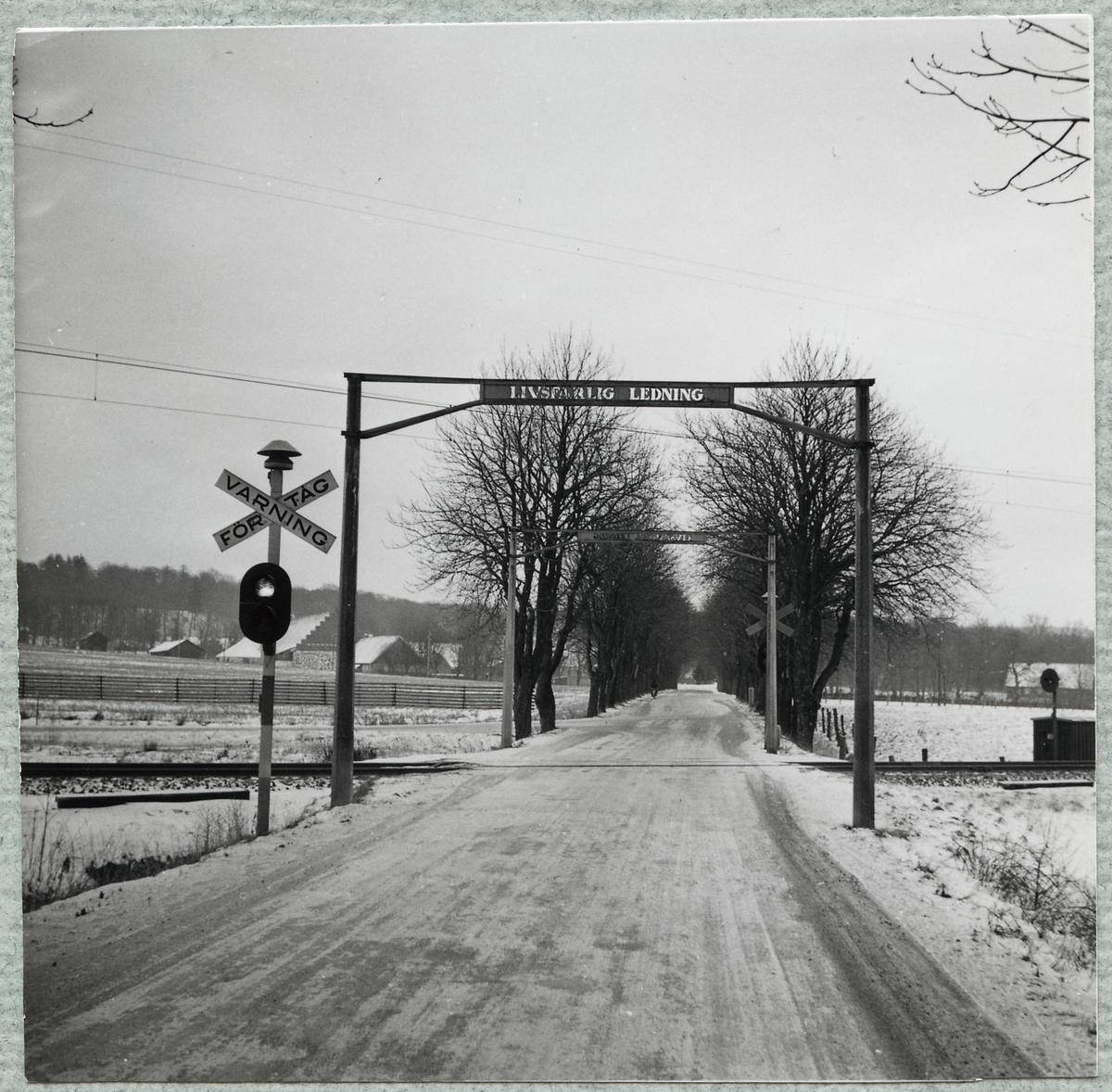 Järnvägsövergång vid Vrams Gunnarstorp på linjen mellan Åstorp och Norra Vram.