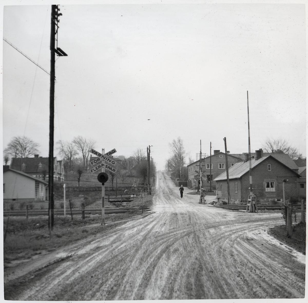 Järnvägsövergång vid Eriksdal station, på sträckan mellan Sjöbo och Tomelilla.