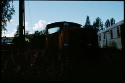 Diesellok och personvagn vid Långsele.
