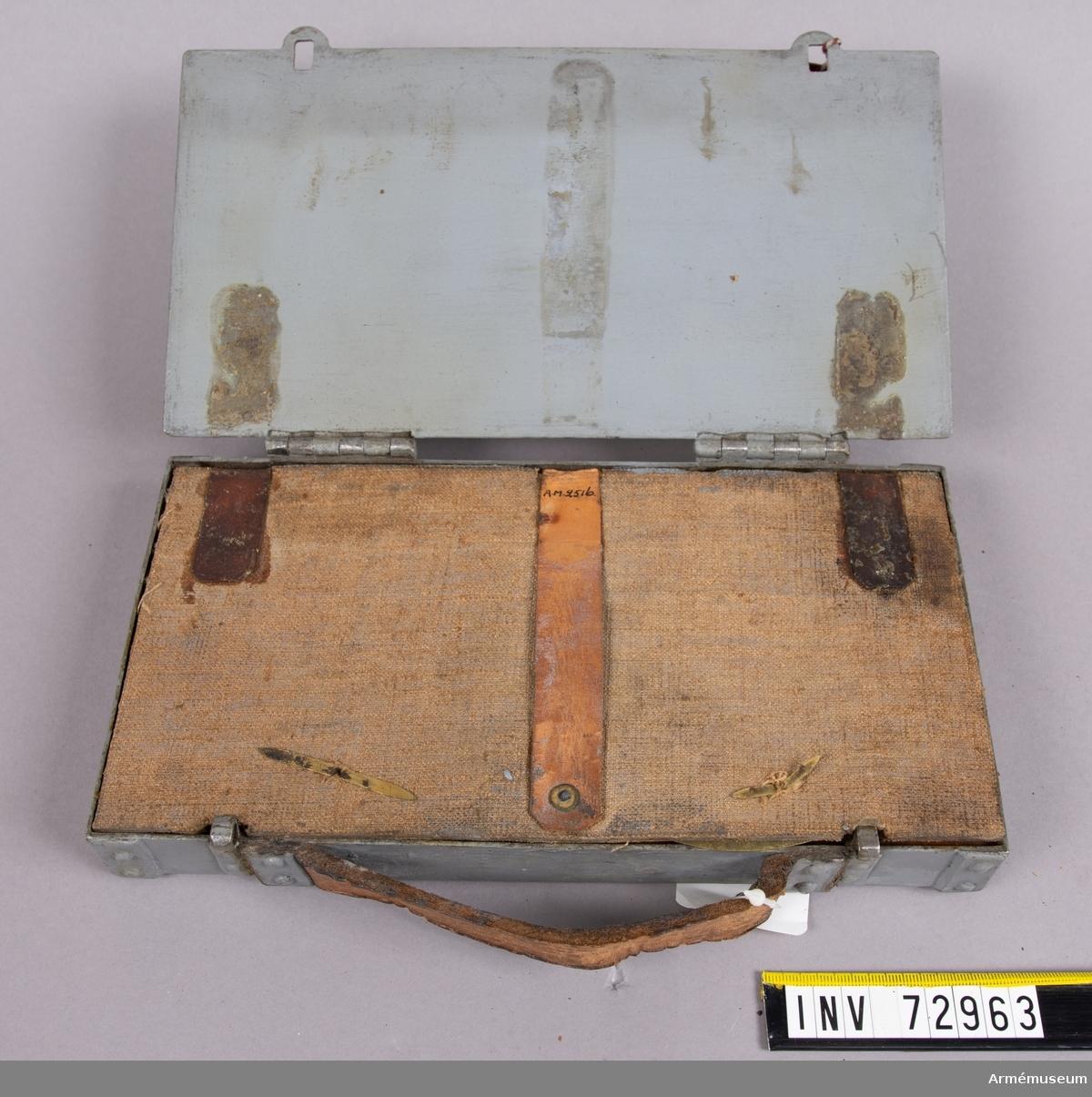 Grupp F:III.  Tätring, Broadwellring till 8,7 cm refflad bakladdningskanon av Krupp's modell 1876 med stötbotten och underläggskivor i låda. Samhörande: 2516:1 stötbotten. 2516:2-5. underläggsskivor av mässing, 2516:6 låda av järnplåt.