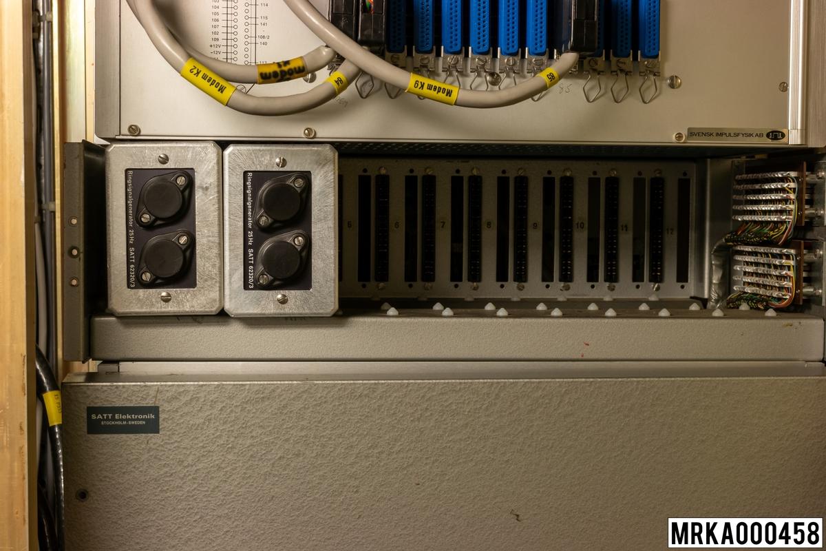 Ringsignalgenerator RG används för att vid utgående talsignal generera en 20 Hz-ringsignal mot linjeanslutningen.