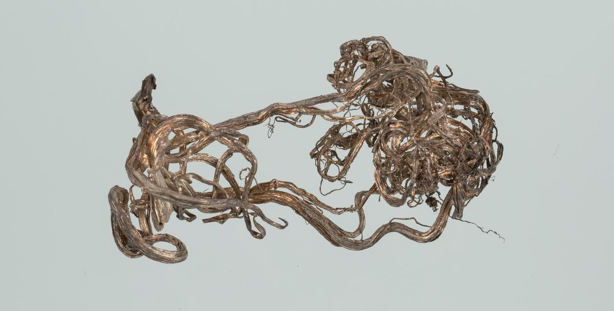 Bunt med trådsølv Vekt: 13,50 g Størrelse: 7 x 3,5 x 2,5 cm