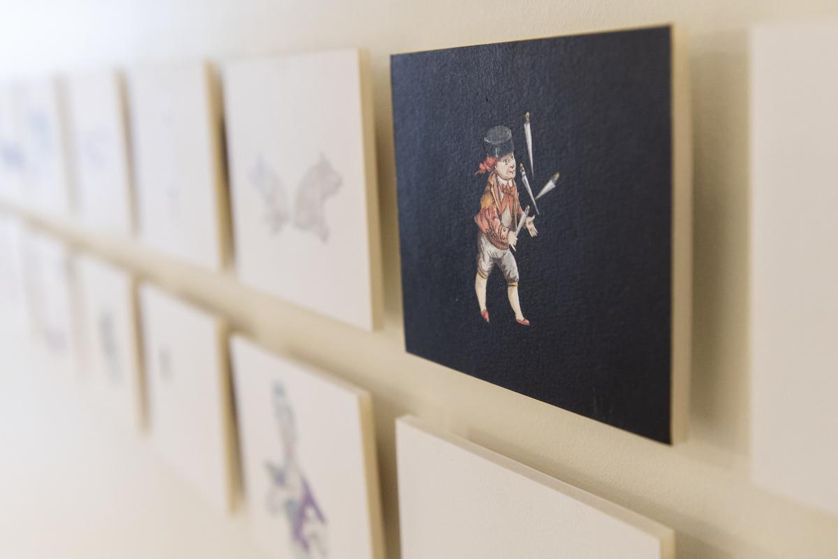 Serie tegninger på papp i postkortstørrelse.