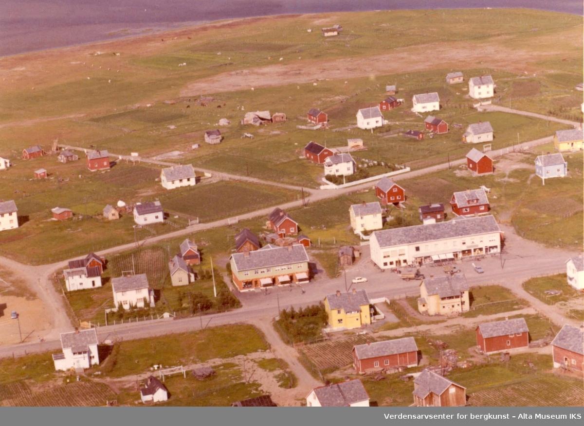 Elvebakken, bolighus, Altaveien, butikker, jorder, uthus