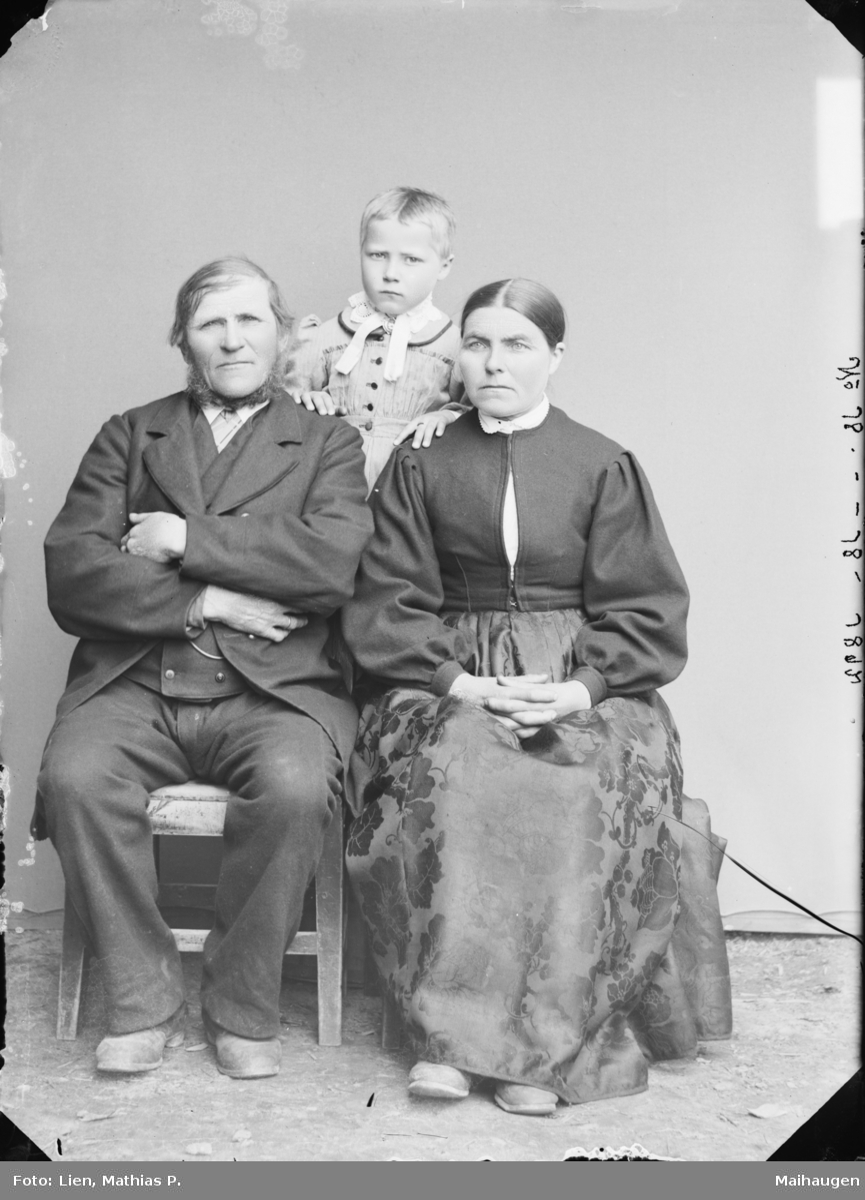 Familiebilde av antatt Ole Skjelterejdet etter MPLs regnskapsbok for 1892