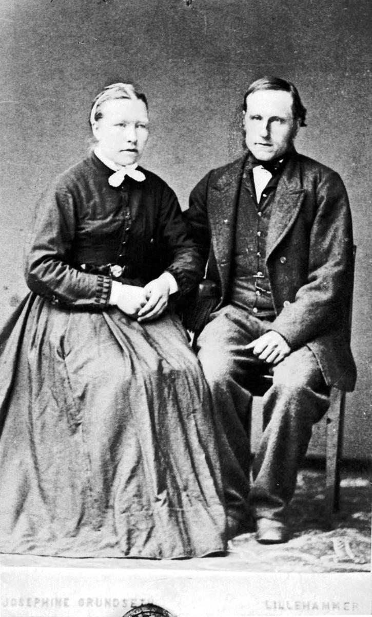 Repro, portrett av et par, opprinnelig av fotograf Josephine Grundseth, Lillehammer.