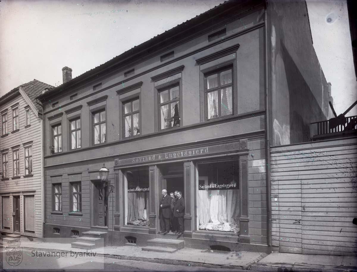 Søyland & Engelsgjerd kolonial og manufaktur i Kirkegata 37