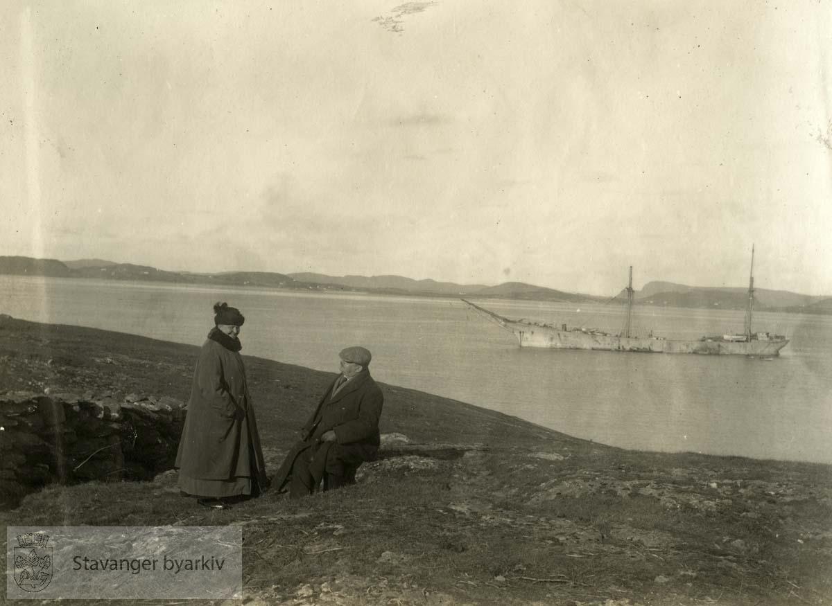 Martha Monsen og Georg T. Monsen i Dusevik .....Seilbåt.Seilskute.Seilskip