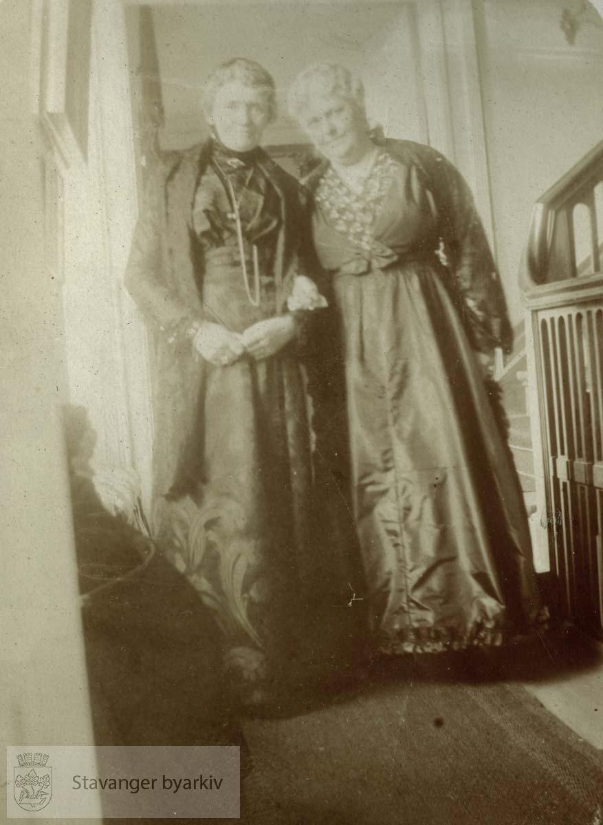 To kvinner på Ledaal