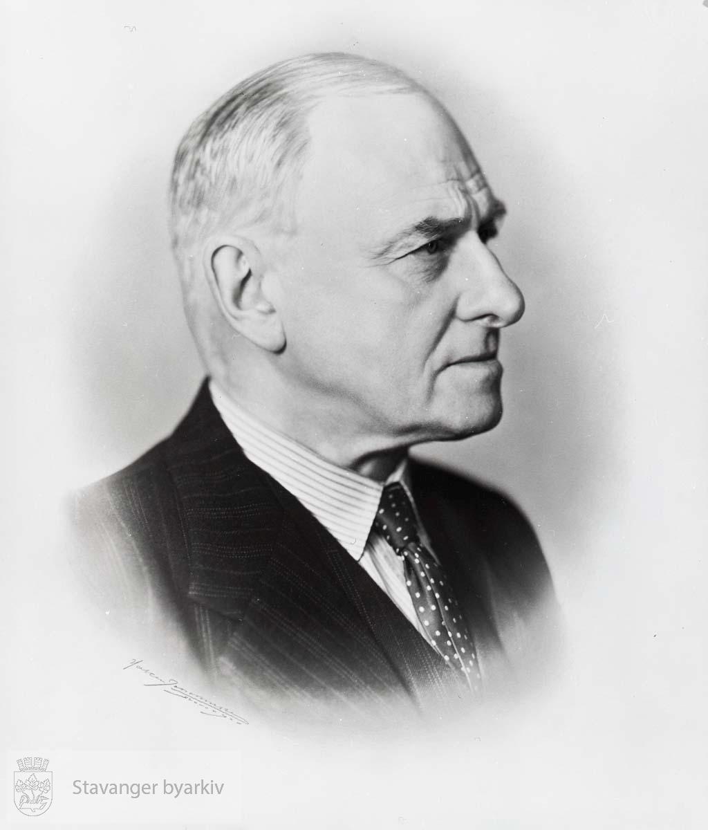 Ordfører i Stavanger 1938-1940, samt mai til september 1945. Høyre..Kjøpmann, firma Fred. Hansen.