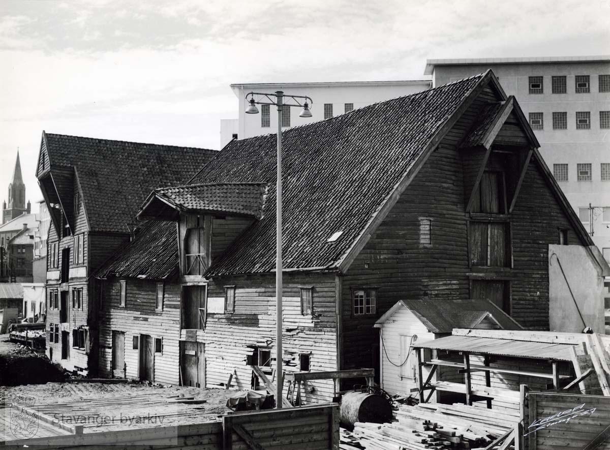 Fra venstre: Jorenholmsgate 29, revet 1958. Jorenholmsgate 31, revet 1958.