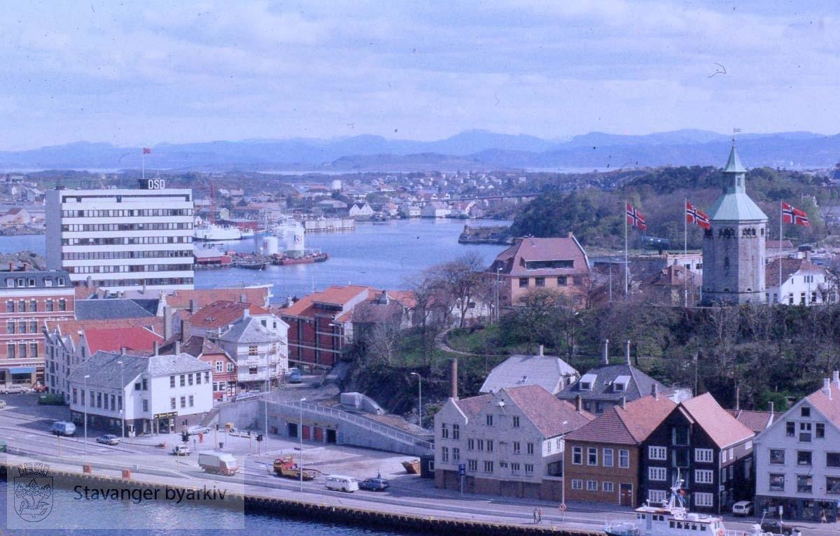 Vågen med Skagenkaien.Valbergtårnet til høyre.DSD-bygget og litt av Victoria Hotel til venstre.Hundvåg i bakgrunnen