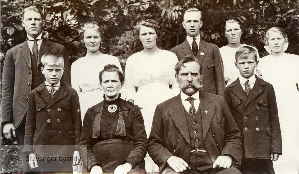 Gunnar Sætra med familie