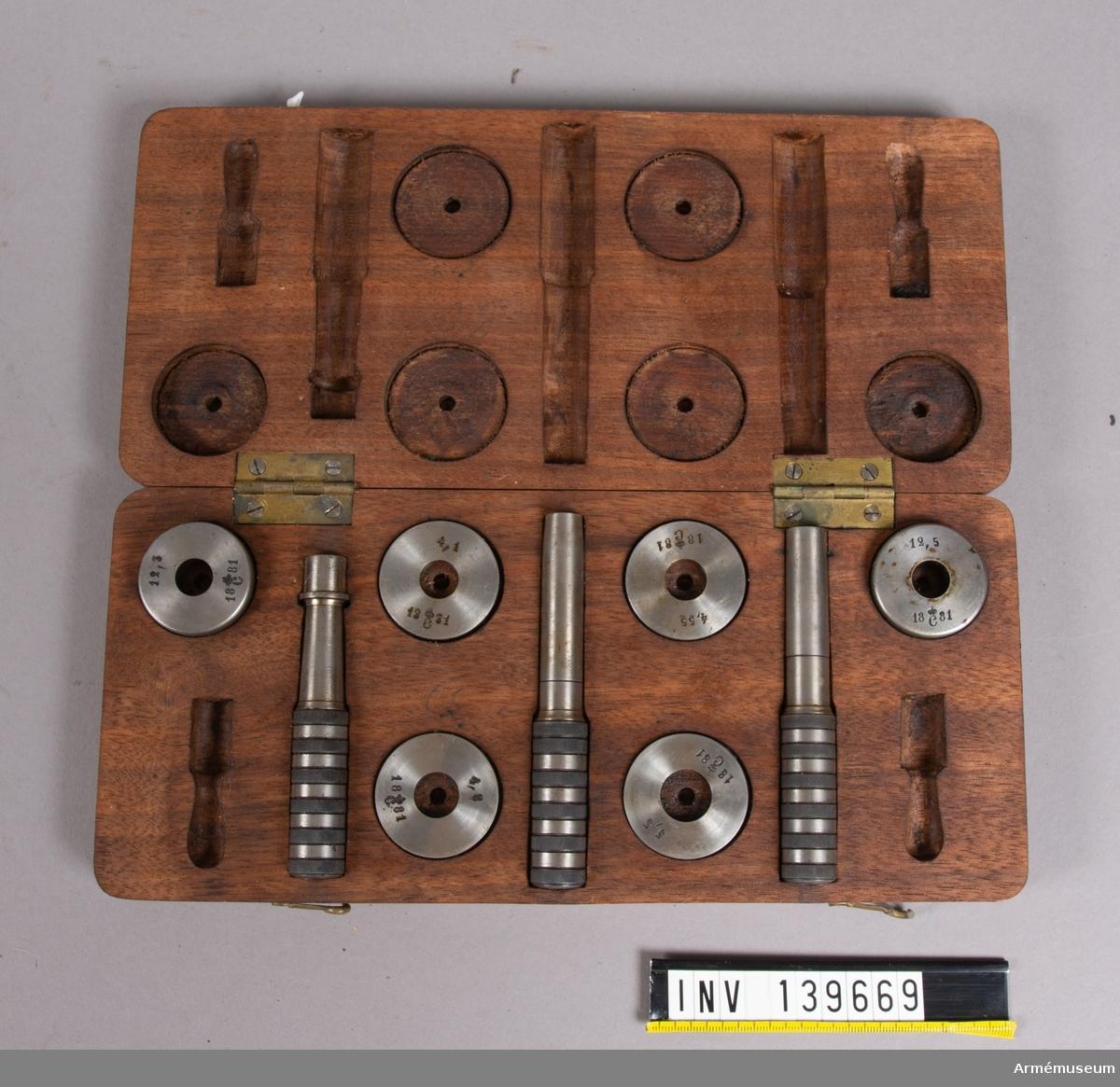 Lådan ska innehålla totalt 11 instrument, 2 st saknas.