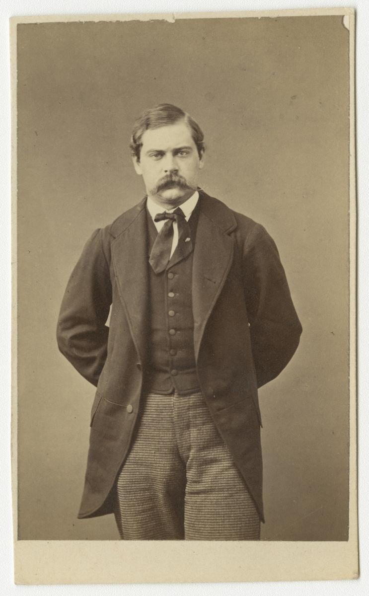 Porträtt av Carl Philip Bogislaus von Schwerin, officer vid Västmanlands regemente I 18.  Se även bild AMA.0008475.