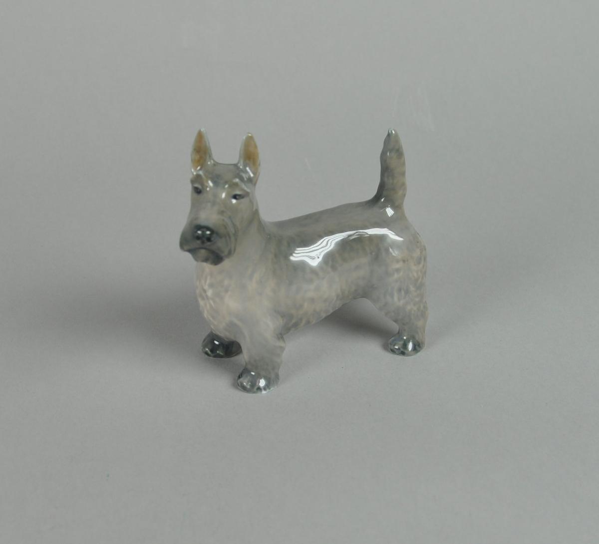 Keramikkfigur av terrier.