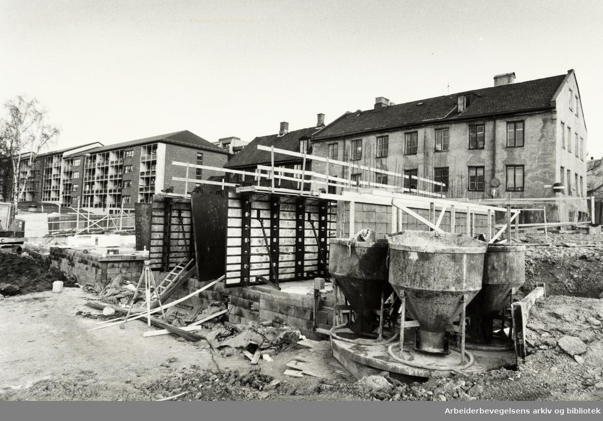 Grünerløkka. Rekkehus bygges på Rodeløkka. Januar 1984