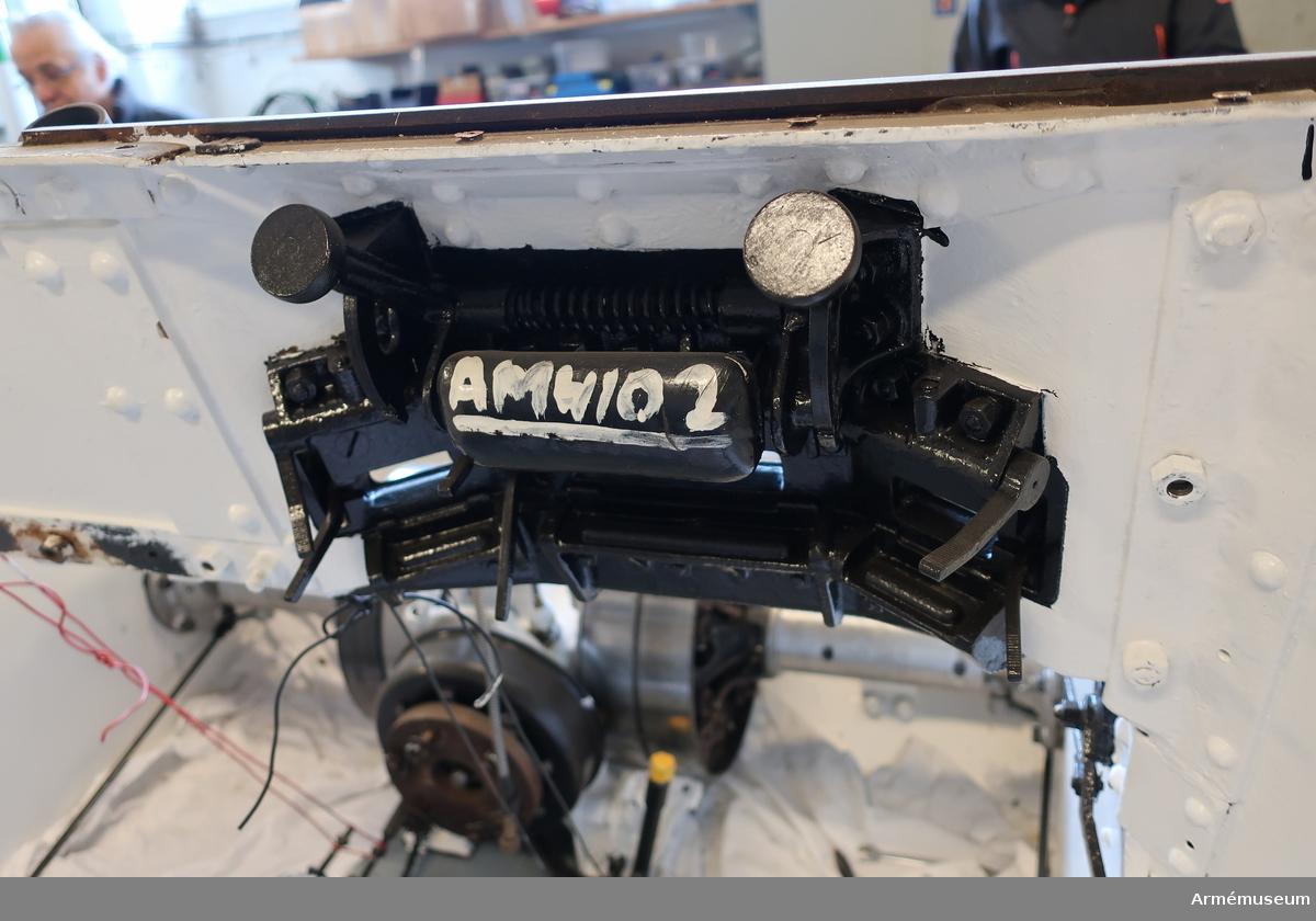 Stridsvagn m/1937 av tjeckisk konstruktion.  Beväpning: två st kulsprutor kal 6,5 mm (kulsprutorna saknas). Försedd med atrapper.  Motor: 85 hk. Fart: 60 km/h.  Tillbehör: saknar