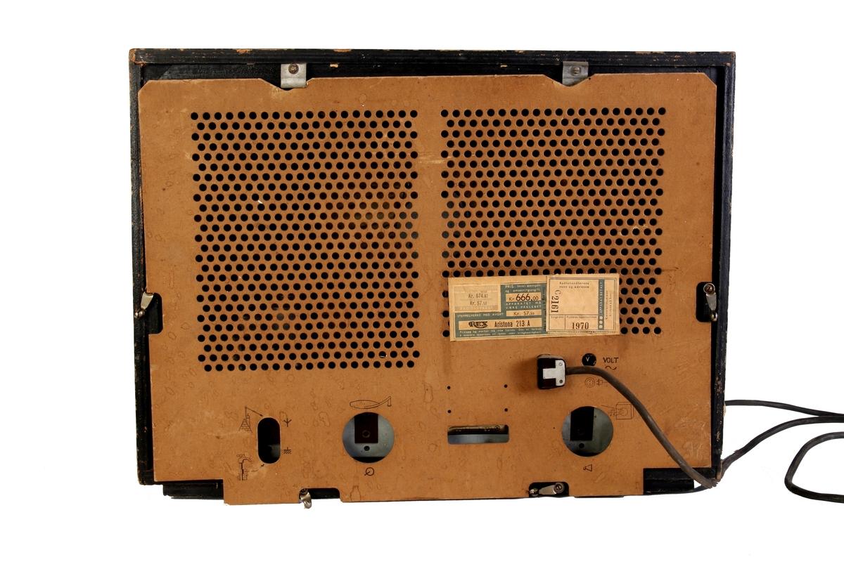Mørkebrunradio med plastdetaljer