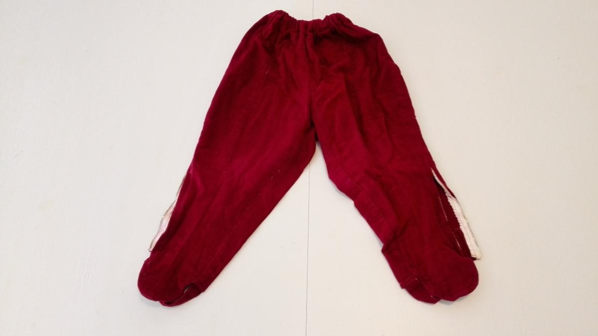Form: Bukse med strikk i livet, glidelås og gamasjer