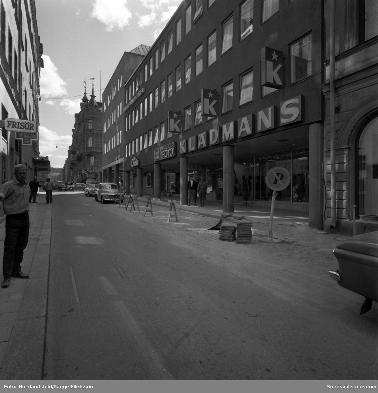 Torggatan söderut vid det nybyggda Tempo-huset. Här huserade Arbetsförmedlingen, Ofelia, Hasselblads Foto och Klädmans.
