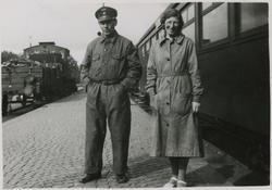 A. Nordlund och Anna Petersson, på perrongen vid Kalmar Cent