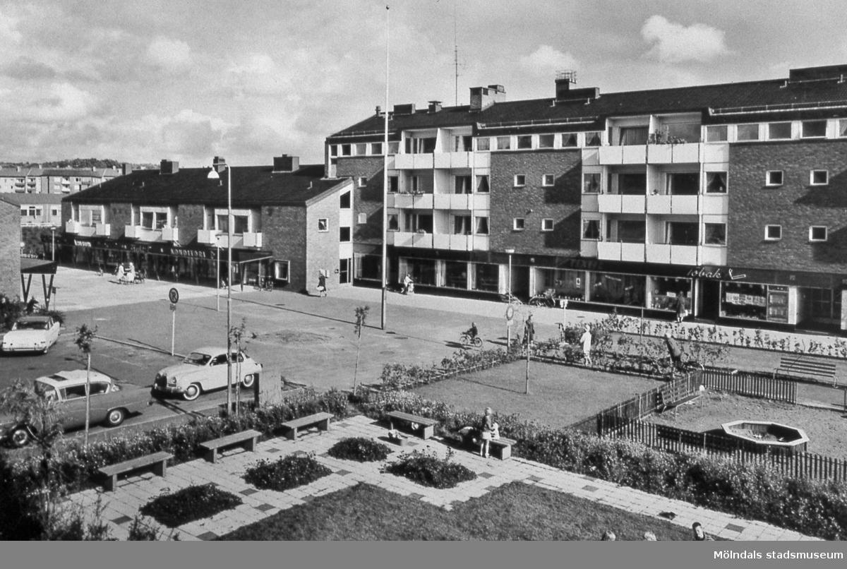 Jungfruplatsen i Mölndal, år 1960. Avfotograferat vykort. AF 8:11.