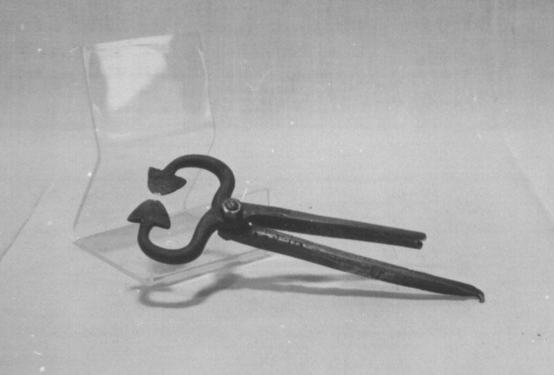 Form: Halvessform med rett handtak