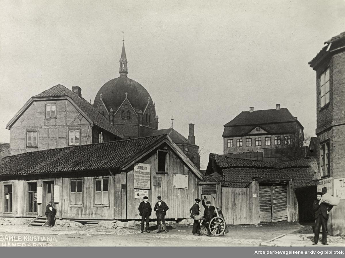 Oslo, Hammersborg, Trefoldighetskirken og Sorgenfri sett fra Hospitalgata, omtrent der hvor brannstasjonen nå ligger..Ca 1890
