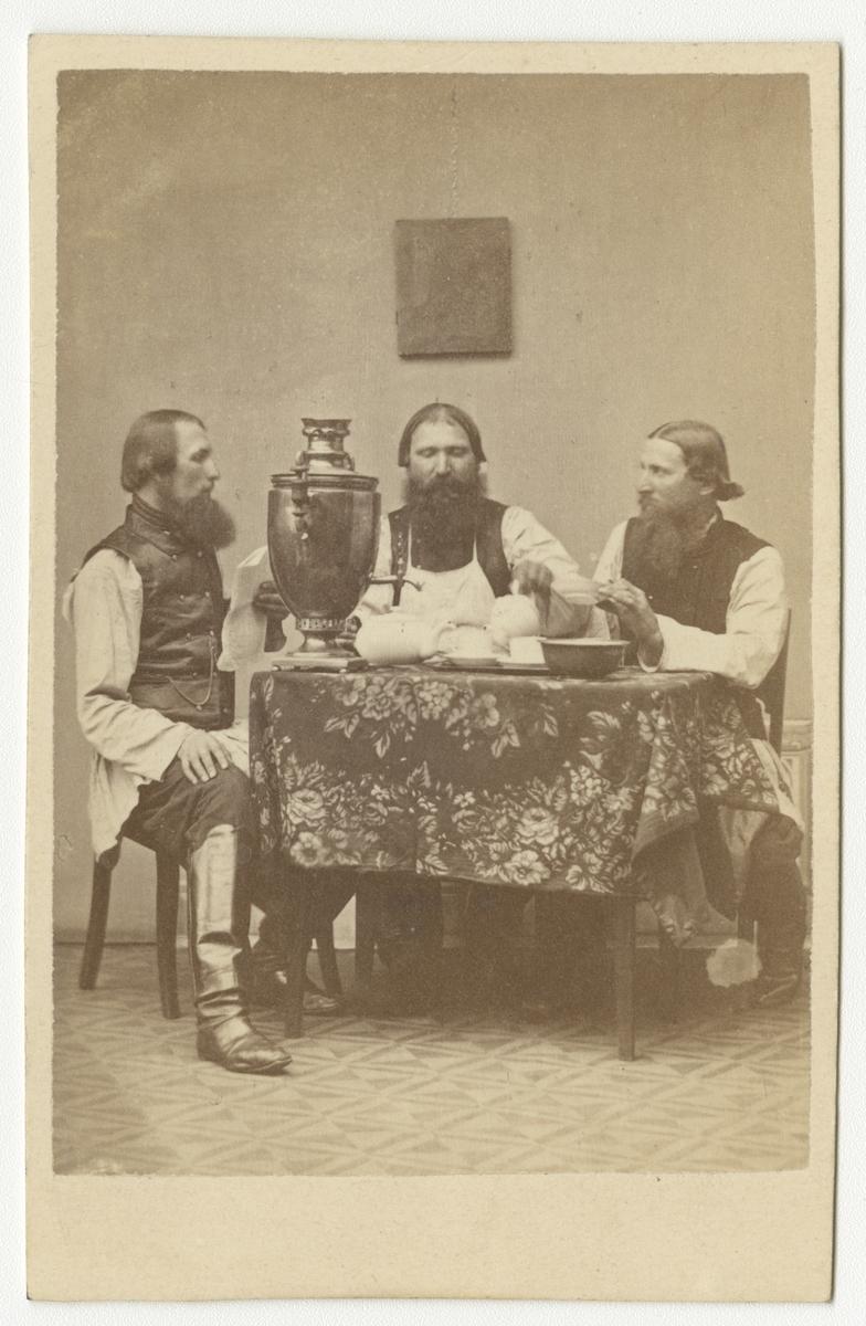 Porträtt av okända män.