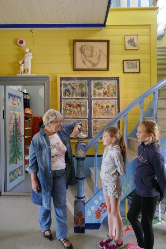 Barn på omvisning (Foto/Photo)