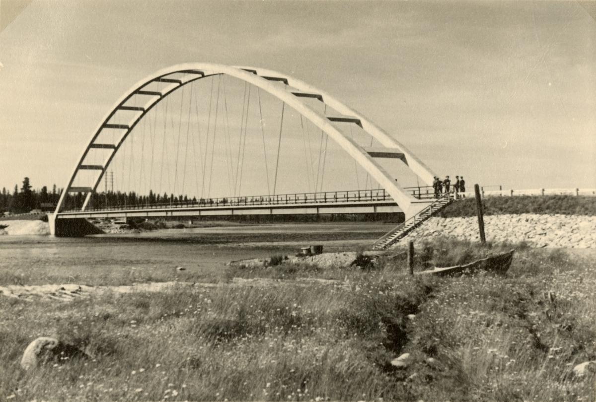 "Text i fotoalbum: ""Rundresa 19. juli. Betongbro vid Lappeasuvanto."""
