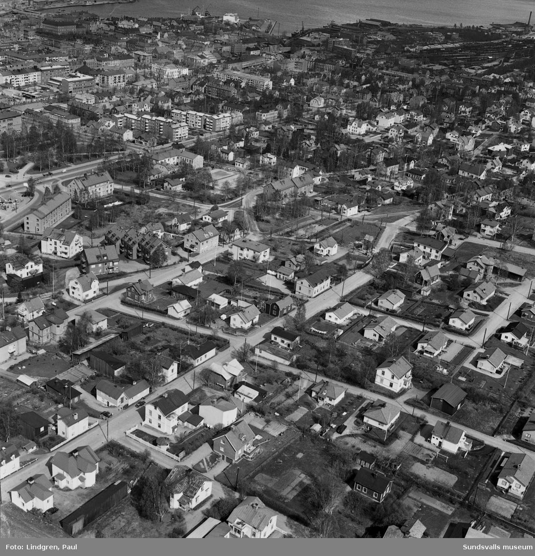 Flygfoto över delar av Södermalm, bl a Bergsgatan, Snickaregatan och Bleckslagaregatan.