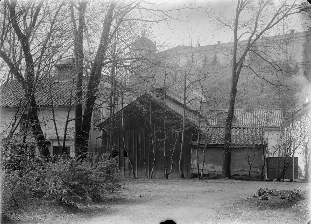 Gårdsmiljö i kvarteret Fågelsången. I bakgrunden ses Uppsala Slott, Fjärdingen, Uppsala