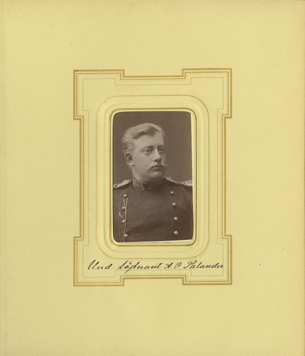 Porträtt av Axel Wilhelm Palander, underlöjtnant vid Smålands grenadjärbataljon.  Se även bild AMA.0021776.