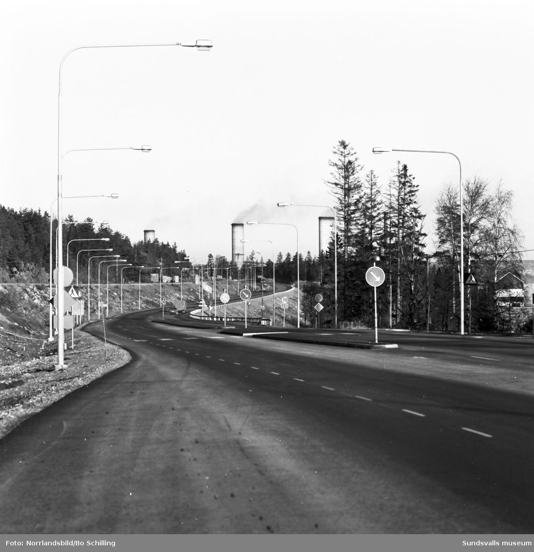 Vyer vid nybyggd del av E4:an söder om Sundsvall, vid avfarten mot Fläsian.