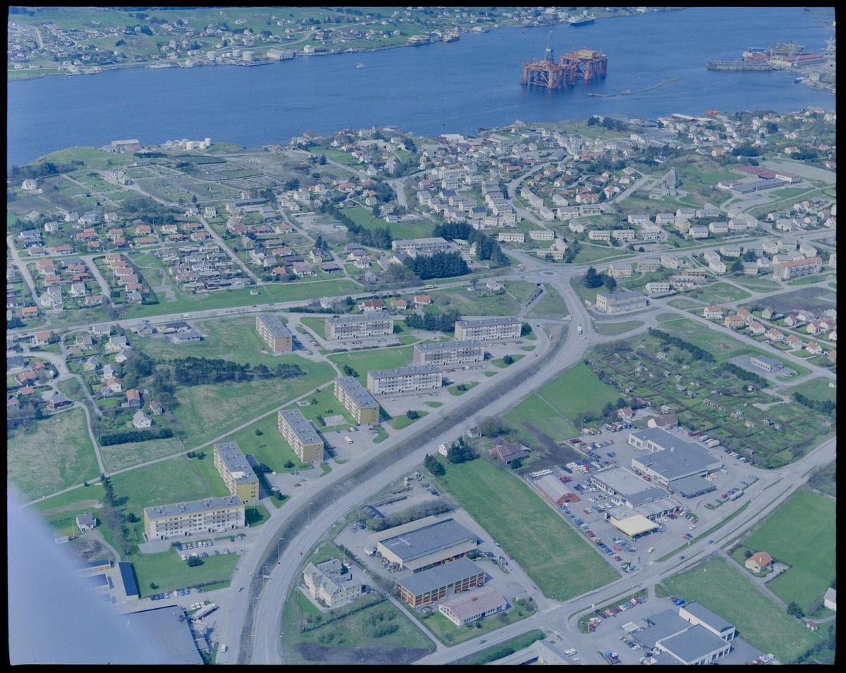 Flyfoto av ny boligbebyggelse rundt Austmannavegen, mellom Rossabø og Sakkastad i Haugesund.