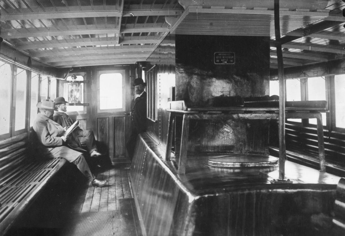 Herrar ombord på båt, vid Gävle Varv.