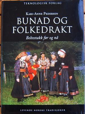 Bunad og folkedrakt. Foto/Photo